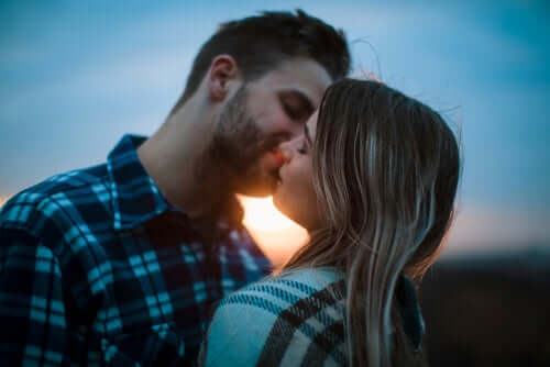 Un couple dans la passion romantique