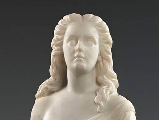 La sculpture d'une femme