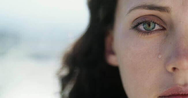 Une femme qui pleure