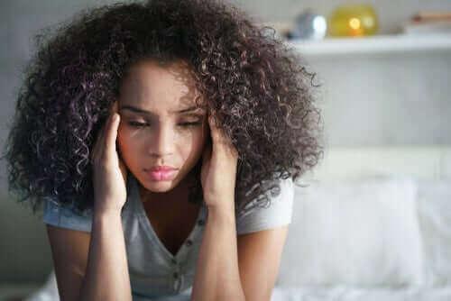 Une jeune femme affectée par le blocking