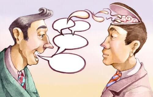 Un homme parlant et manipulant son ami
