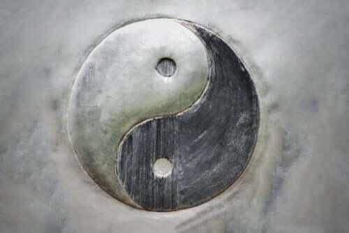 Yin et Yang: le principe de la dualité de l'existence