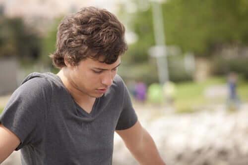 Un adolescent préoccupé par des comportements à risque