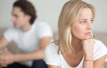 Un couple ayant des relations difficiles