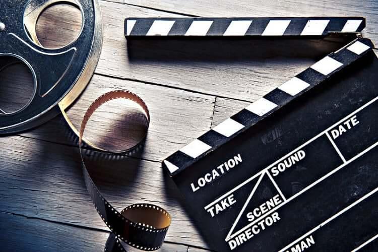 Un clap de cinéma et une pellicule