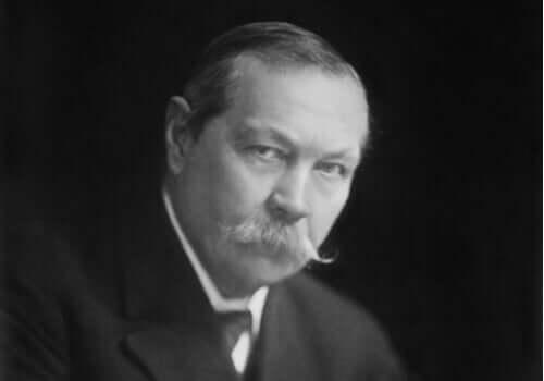 Un portrait d'Arthur Conan Doyle