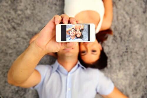Le faux bonheur et le paraître sur les réseaux sociaux