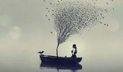 Une femme sur un bateau