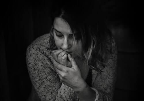 Une femme inquiète en dépression