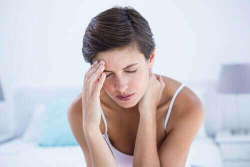 La migraine chez une femme