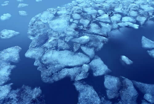 Des glaciers en forme de tête humaine