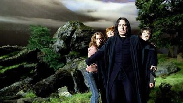 Severus Rogue protégeant Harry, Ron et Hermione
