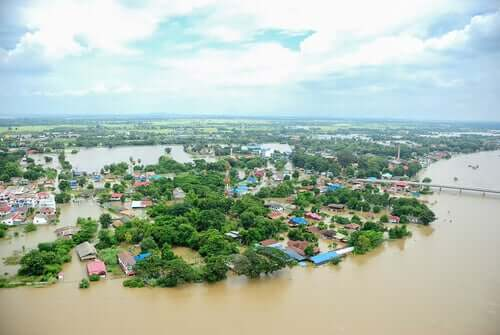 Un village après une catastrophe naturelle nécessitant l'intervention psychosociale