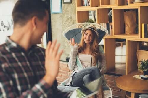 Le salut entre un homme et une femme
