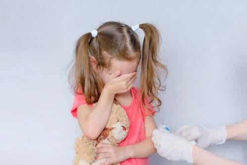 Une petite fille victime de la phobie du sang-injection-accident