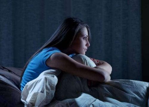 Une femme touchée par le syndrome de retard de phase du sommeil