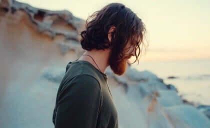 Un homme sur la plage