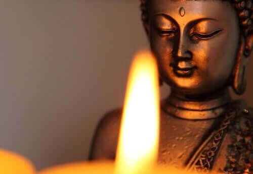 Une statue de bouddhisme