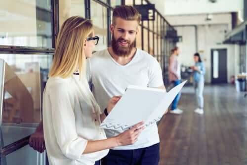 Etre un bon collègue de travail, c'est savoir écouter les autres