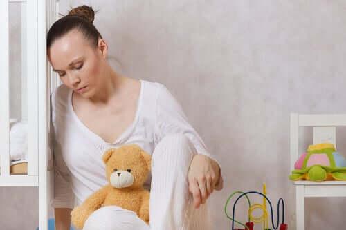 Une femme en pleine dépression post-partum