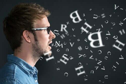 La voix d'un homme matérialisée par des lettres