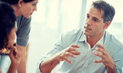 Le langage corporel des personnes contrôlantes