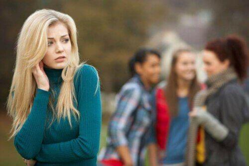 Une jeune femme victime de snobisme