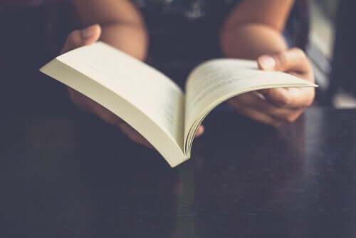 Comment fonctionne le cerveau lorsque nous lisons ?