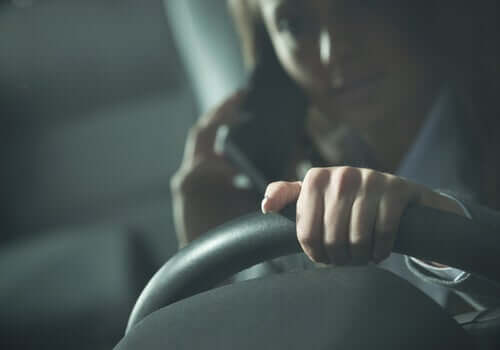 Téléphoner au volant peut donner lieu à un accident de voiture