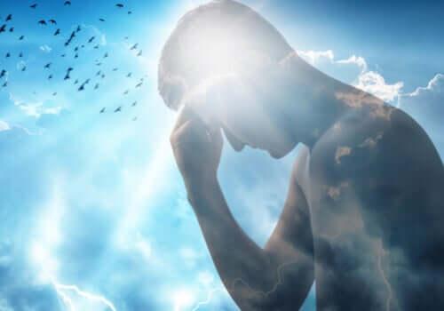 Un homme se tenant le visage devant un rayon de lumière