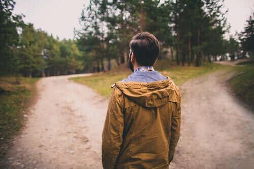 Deux chemins représentant la pensée contrefactuelle