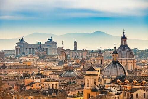 Lire les phrases de Tacite revient à voyager dans la Rome antique.