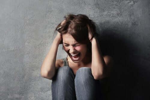 La crise d'hystérie : un spectacle ou un appel à l'aide ?