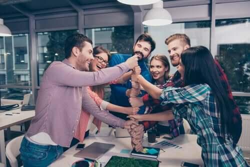 Le bonheur au travail au sein d'un groupe de collègues