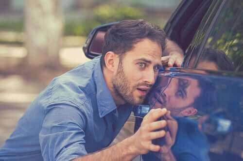 Les obsessions pures d'un homme en ce qui concerne sa voiture