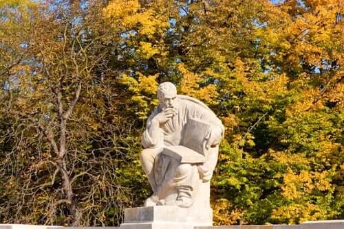 Une statue d'Aristophane