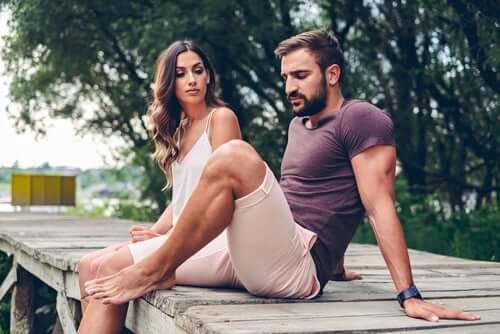 Comment le style d'attachemen pendant l'enfance influence-t-il le couple ?