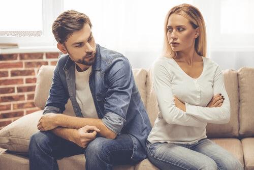 Un couple dans une relation d'amour-haine