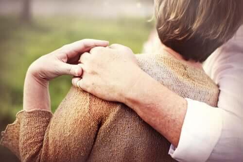 Les personnes âgées forment souvent des Couples Non Cohabitants