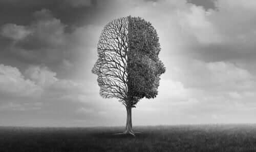 Deux visages dans un arbre