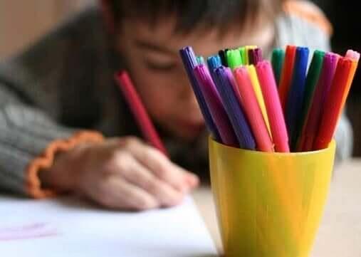 Le dessin fait partie des passe-temps des enfants
