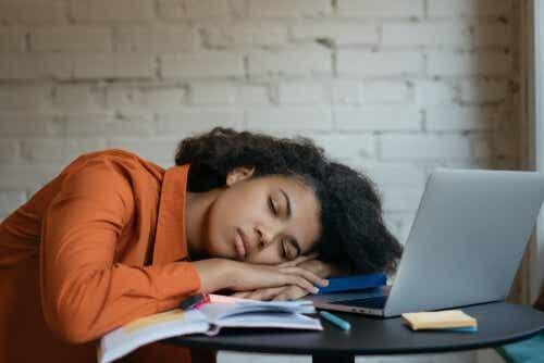 Qu'est-ce que l'hypersomnie et quelles sont ses origines ?