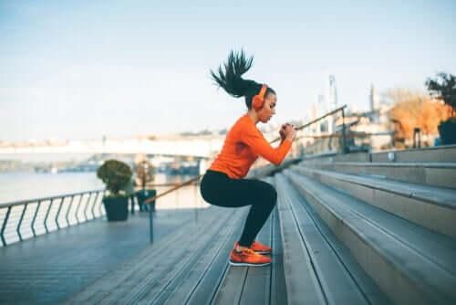 Une femme faisant du sport avec de la musique