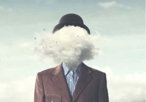 Un homme qui a des pensées négatives
