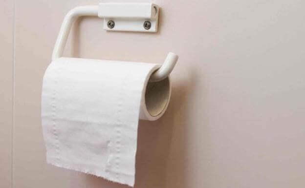 Un rouleau de papier toilette