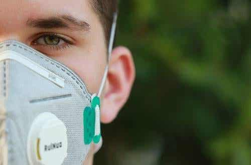Le monde à travers un masque : l'impact psychologique