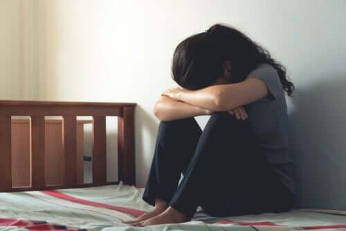 Une femme souffrant de psychose périnatale