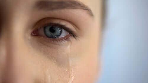 La culpabilité du survivant chez une femme