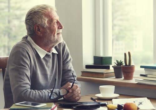 L'intelligence émotionnelle chez un homme âgé