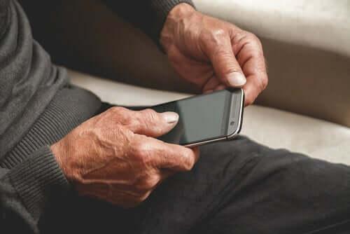 La maladie d'Alzheimer et les applications mobiles : quel est le lien entre les deux ?
